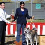Senka posing with her trophy after winning 1st Yoken Female